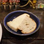 麹町カフェ - パン(100円)