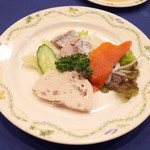 ろしあ亭 - カリーナ(2000円)の3種の冷製前菜