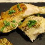 トラットリア ソメヤ - やんばる若鶏 骨付き鶏もも肉と胸肉のコンフィ