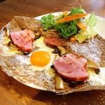 貝柄山ガレット - 料理写真:きのことベーコンのガレット