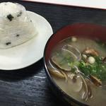 魚市場食堂 - おにぎり・貝汁