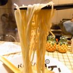 パイナップルラーメン屋さん パパパパパイン - 麺は細麺