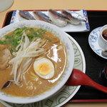 大蓮 - 料理写真:さんまの握り寿司と味噌ラーメンセット(930円)