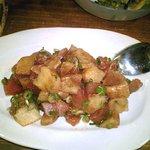 ウクレレ - ポキ(ハワイ風マグロとジャガイモのたたき)