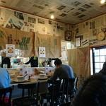 麺つし馬 - 壁紙は新聞紙w