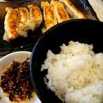 ゴル麺。 - 餃子とご飯のコンビネーション