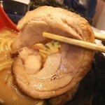 ゴル麺。 - 大きなバラ巻きチャーシュー
