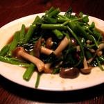 青龍門 - 空心菜とシメジの炒め