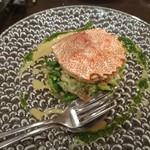 ラ・メゾン・ルージュ - 料理写真:活毛ガニと青味野菜のサラダ仕立て バジル風味 1,580円
