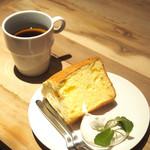 SPLENDOR COFFEE - エチオピア シダモ¥550       シフォンケーキ¥400(ドリンクとセットで-200)