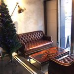 SPLENDOR COFFEE - 入口にど〜んとソファのお席