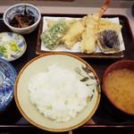 魚谷 - 天ぷら定食(920円)