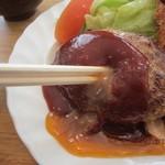 59605257 - 肉汁溢れたハンバーグ