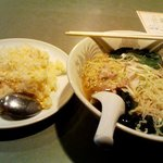 中国酒菜 好来 - 「鶏そば+半チャーハン」800円也。税込。