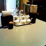 中国酒菜 好来 - 出入り口付近のテーブル席。