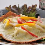 田田 - チーズ餃子。