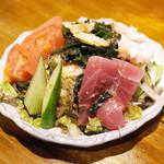立ち酔い 超人 - 海鮮サラダ(250円)