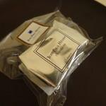 59617430 - ダブル個包装で大切に売られています。