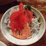 網元料理あさまる - サラダ。赤いけど赤いだけ。普通のドレッシング