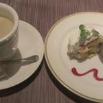 59619098 - コーヒーとデザート