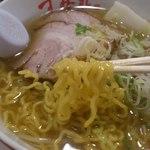 すみれ - 中太縮れ麺