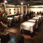 虎萬元 - テーブル席は幅広い人数に対応できます。