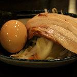 三ツ矢堂製麺 - マル得つけめん 980円の具