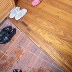 紙ひこうき - 靴を脱いで上がります