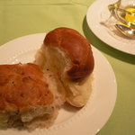 イル・バンカーレ - バターロールと発芽玄米のパン