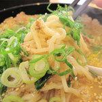 来来亭 - 麺は中太のちぢれ麺です。この麺は、茹で加減はリクエストできません。