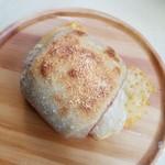 ブーランジェリエ デ ラ リベルテ - 「トラディショナル(ボロニアソーセージ・チーズ)」210円税抜