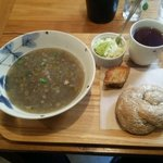 59621388 - レンズ豆スープ、ひじきパンのセット