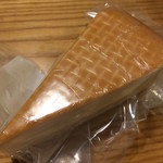 チーズマーケット - フランス産のレビエ・スモーク。まったりとした味淡いとスモークの香りがクセになる一品です(´▽`)