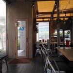 カフェ&ビアテラス カリフォルニアカフェ - 内観