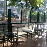 シェ・リュイ - 木々に囲まれたテラス席
