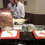 天ぷら ひさご - 一品ごと揚げて戴けます