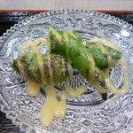 寿司 いいじま - 万願寺をさっと炙って酢味噌をかけた小皿