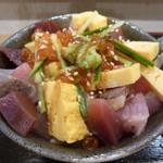 寿司 いいじま - ばらちらし ご飯には穴子のタレ?甘いつめが掛かっていました