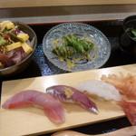 寿司 いいじま - 私は寿司4貫とミニばらちらしのセットを。