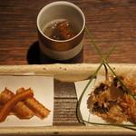 長崎県対馬市美津島町 しろや新宿 - クエの鰭酒と穴子の骨、クエの鱗