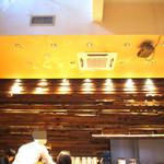 KAPPABASHI COFFEE & BAR - 吹き抜けになっていて開放感のある空間 落ち着ける雰囲気