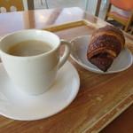 ヴィアッヂオ - ビターコーヒーとあんこクロワッサン。
