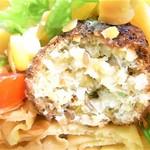 ロッカ&フレンズ クレープリー - カレー味の鶏肉団子っぽい味と食感