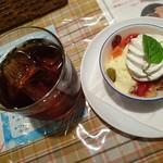 ぐらたんはうす ぱん - マイセットのアイスコーヒーとミニパフェ