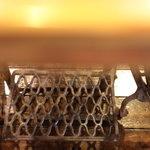 SANTA CAFE - テーブルは旧いミシンを改造