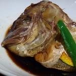 59645114 - ◆あら炊きは甘さが少し強めですけれど、よくお味が浸みています。                       私には少し甘かったので、卓上の「一味」をかけました。