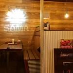 カリー&カフェ SAMA - カウンター席、テーブル席ございます。