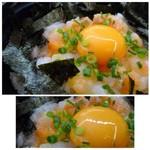 うちだ屋 - ◆海鮮丼と言う割には、具材が少ないですね。 小さな切り身の「鮭」「イカ」「ほぐしたたらこ」などが盛合されていますけれど、量が少なくて・・ 黄味は大きく甘みを感じて美味しい。
