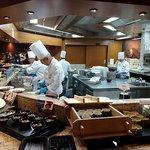 オールデイブッフェ コンパス - オールデイブッフェ コンパス @Yokohama Bay Sheraton 和・洋・中の料理が取り囲むオープン厨房