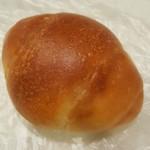 シロクマベーカリー - バターロール 80円
